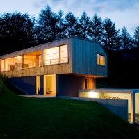 Kaiser House / Casa in panta
