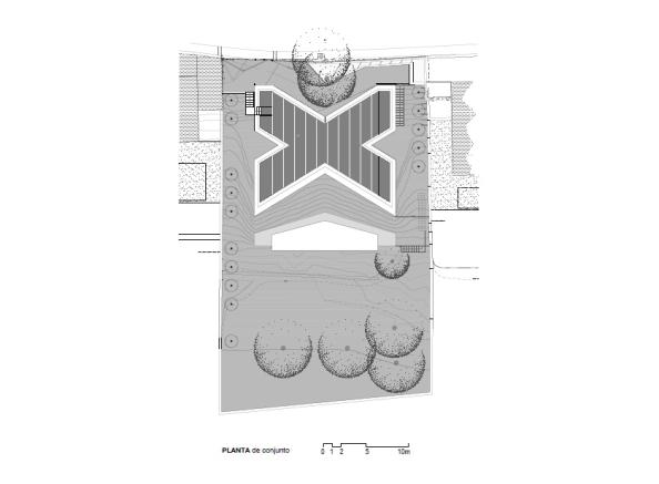 50f96de1b3fc4b590a0000b8_x-house-cadaval-sol-morales_site_plan