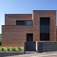 Casa moderna placata cu caramida / Zagreb