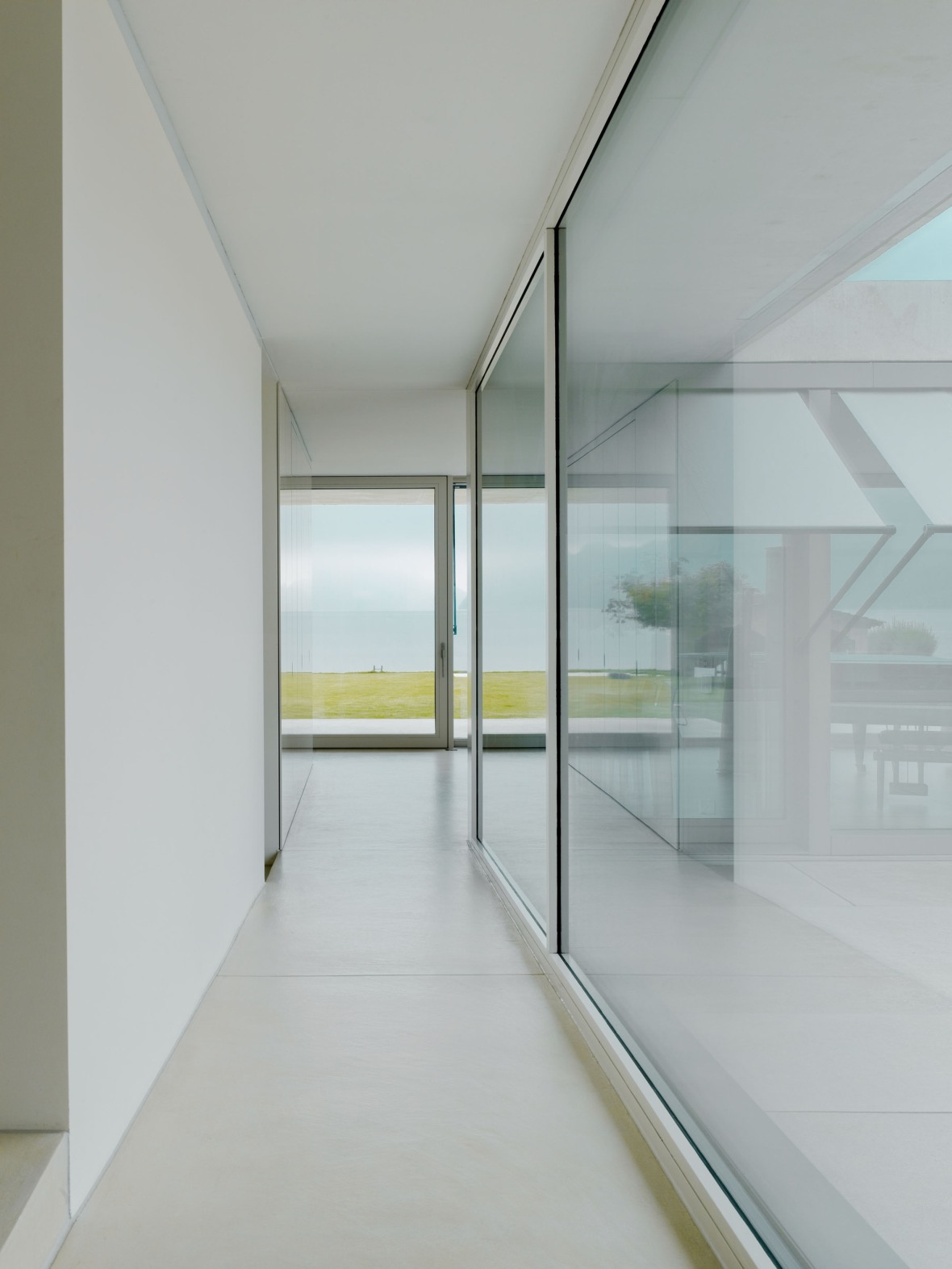 525d43fbe8e44ecb17000998_villa-m-niklaus-graber-christoph-steiger-architekten_13a
