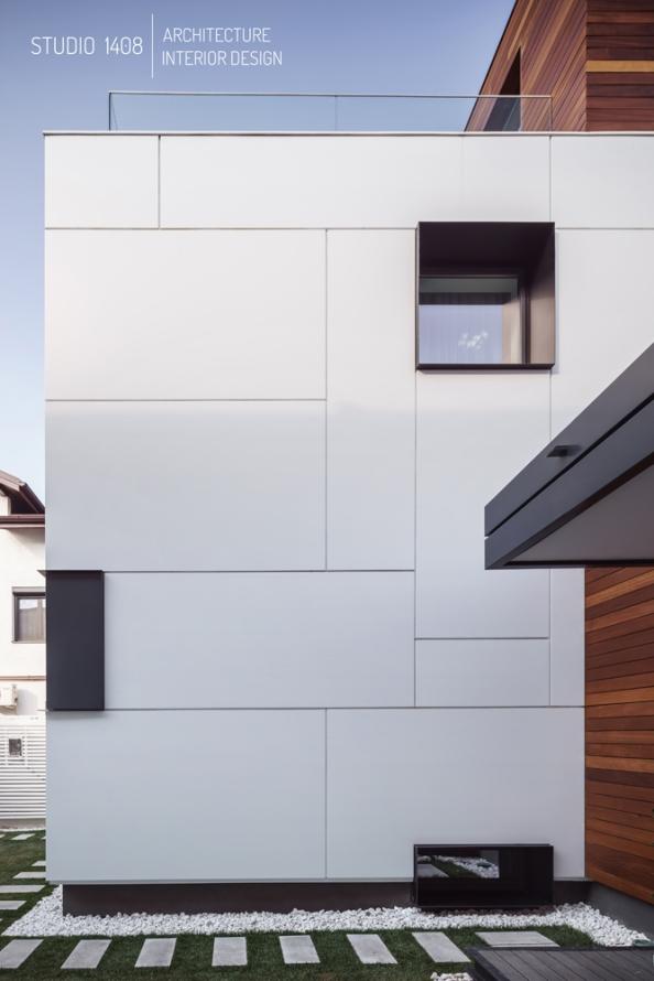 cartier vechi rezidential din bucuresti, casa din Romania, casa interbelica din bucuresti, fatada metalica ventilata, lemn iroko, reconsolidare, reconversie, stil minimalist, studio 1408, terasa pe acoperis, transformarea unei case degradate