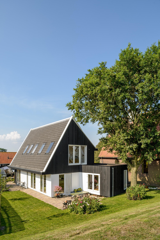 Casa mica si moderna la tara olanda arhipura for Casa moderna 44 belvedere