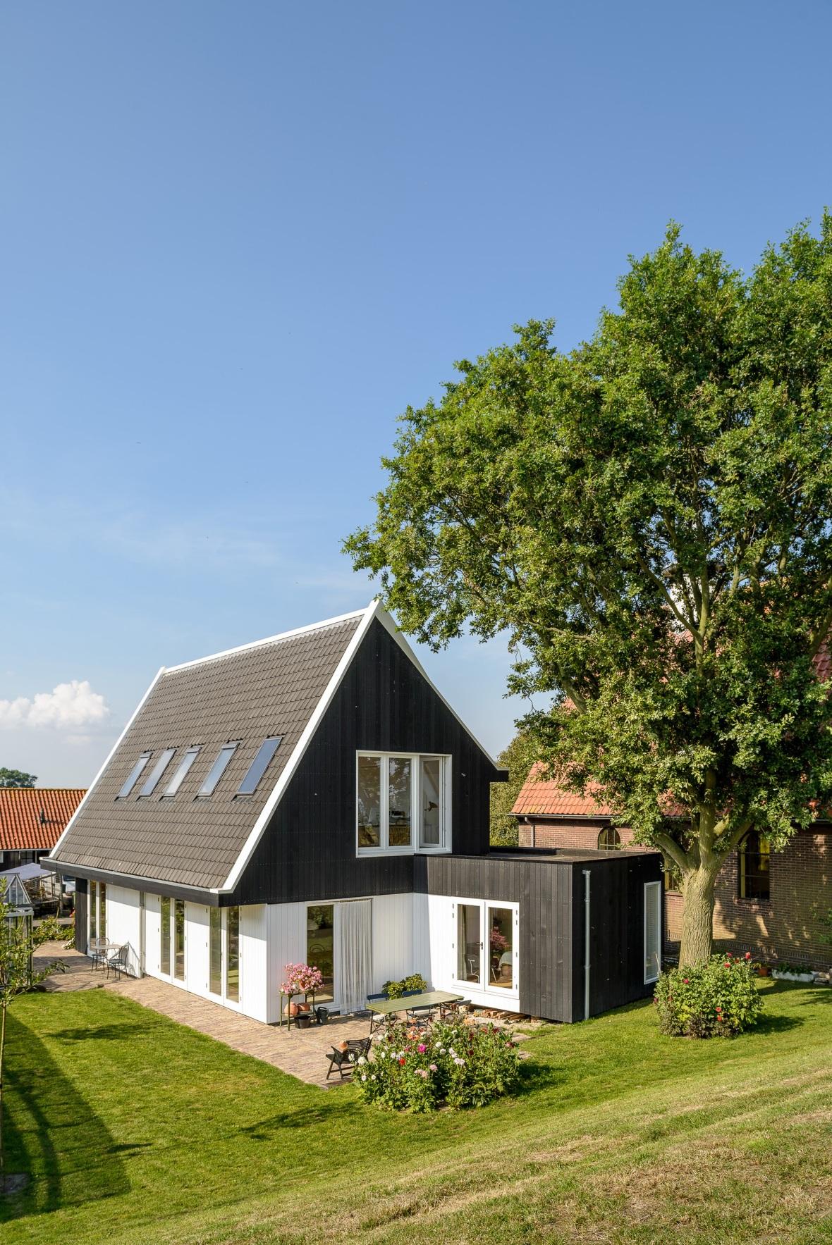 Casa mica si moderna la tara olanda arhipura for La casa moderna