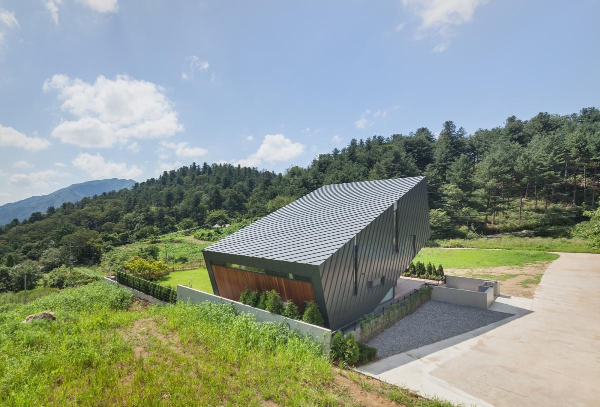 Casa inclinata  | Coreea de Sud