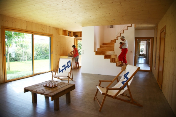 54a3492fe58ece7009000009_2-en-1-intergenerational-house-tica-architecture_2en1_livingroom_dwelling_2