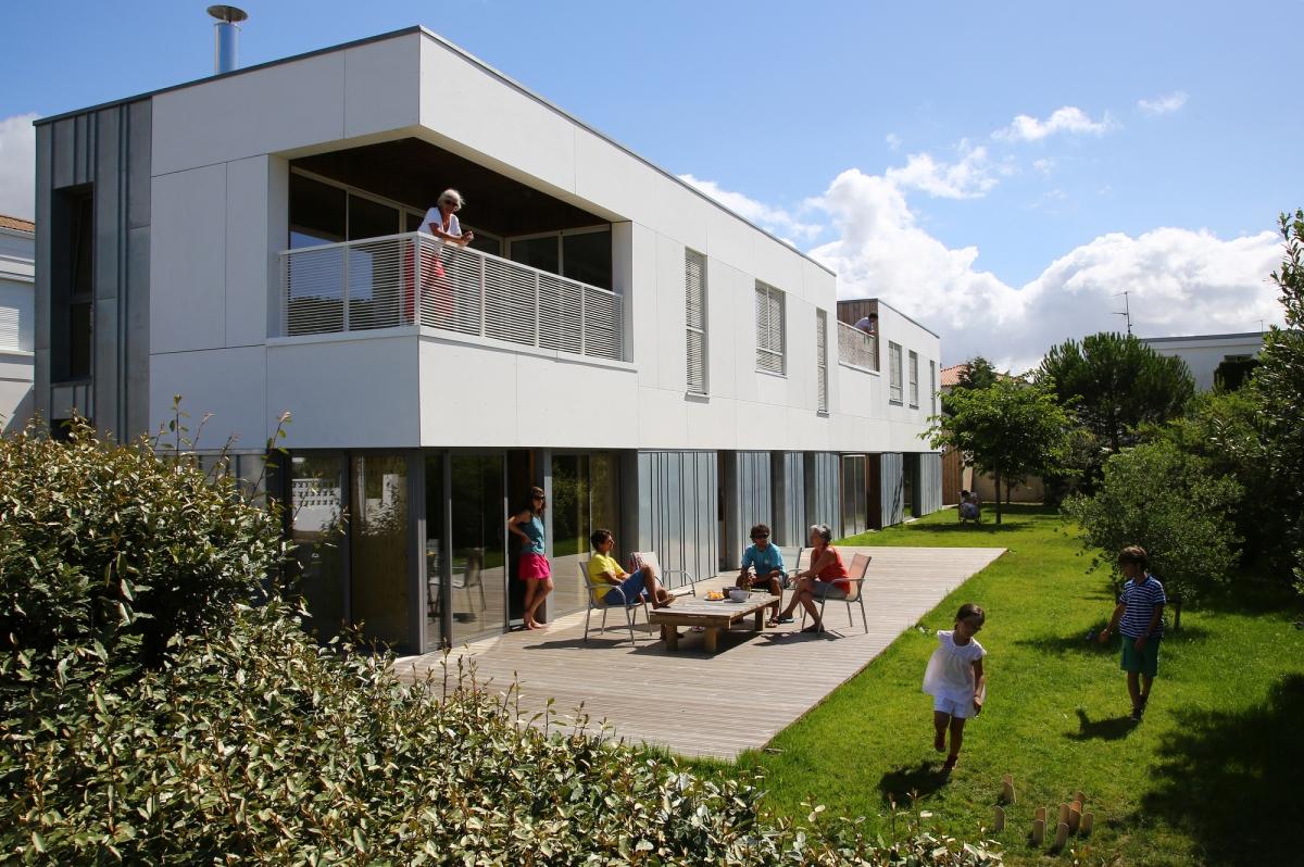 O casa moderna pentru 4 generatii | Franta
