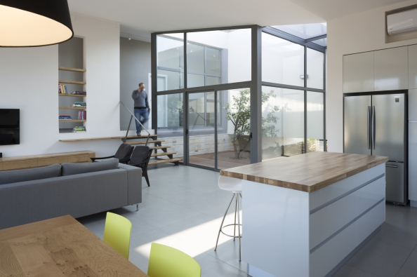 544be29ae58ece9997000336_hsm-house-so-architecture_yehiam_10