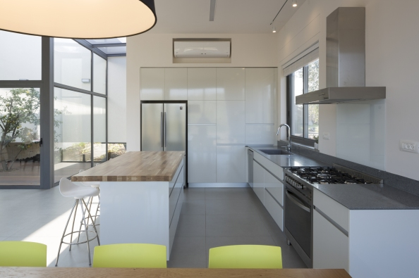 544be2cde58ecebb8100037a_hsm-house-so-architecture_yehiam_11