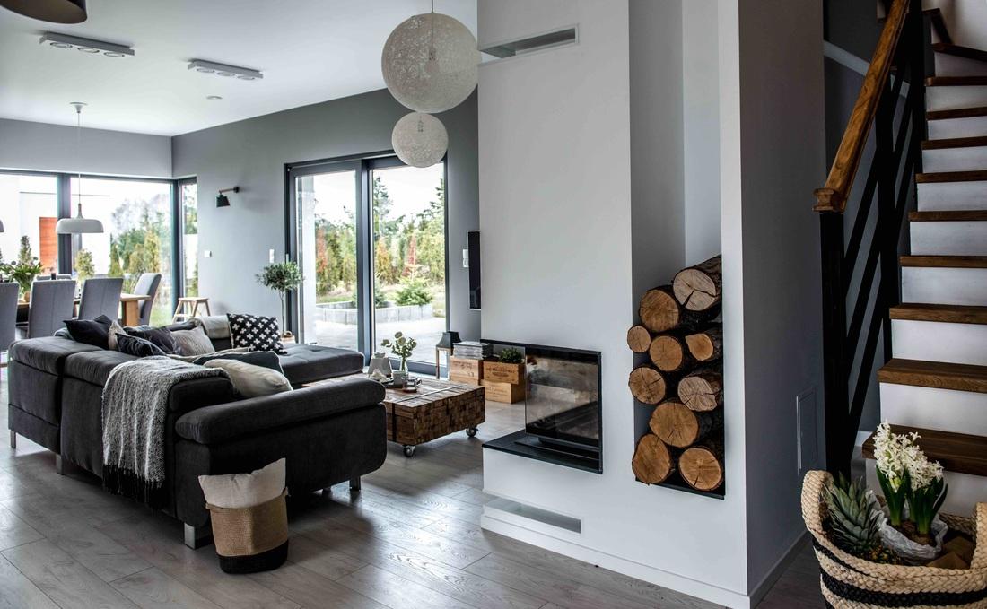 Modern, gri, minimal și cărămidă expusă într-o casă din Polonia 10