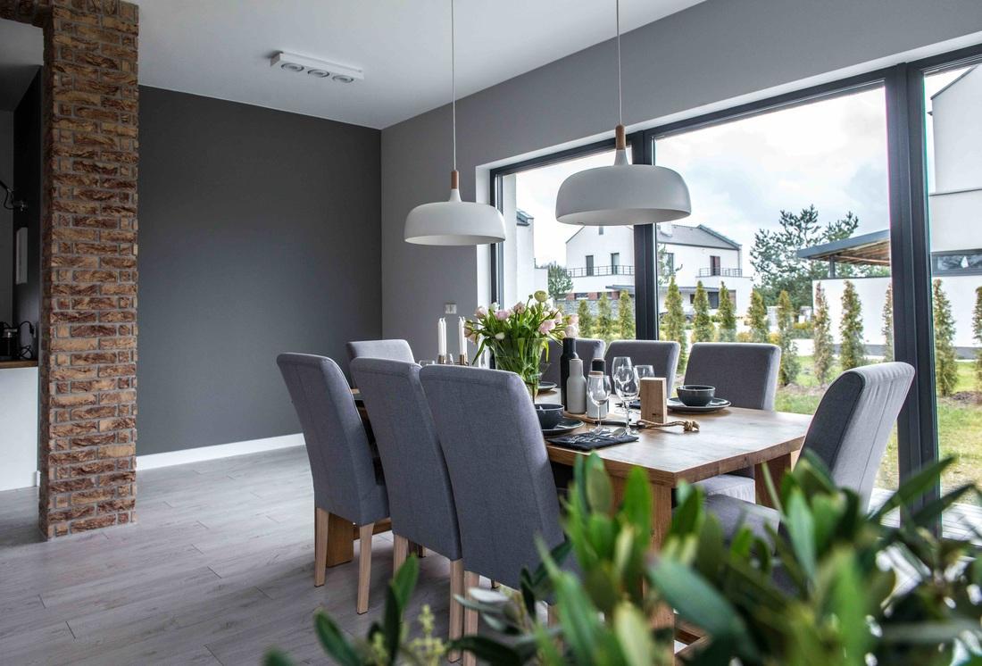 Modern, gri, minimal și cărămidă expusă într-o casă din Polonia 6_ arhipura