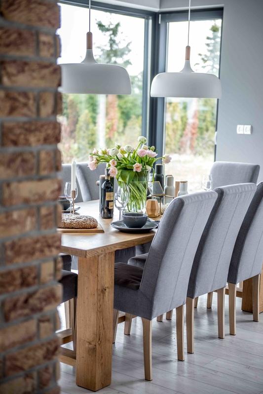 Modern, gri, minimal și cărămidă expusă într-o casă din Polonia 6a_ arhipura