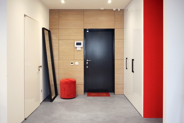 red-and-wood-entryway-ideas