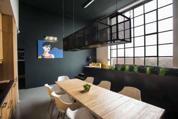 Giant-Windows-Loft-Studio