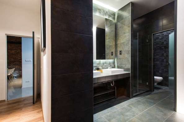 Slate-Bathroom-Tiles-Backsplash