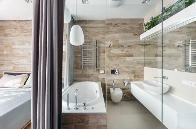 relaxing-bathroom-in-master-bedroom