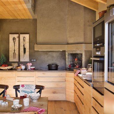 cocina_con_muebles_en_color_madera_y_revestimiento_en_microcemento_1174x1280
