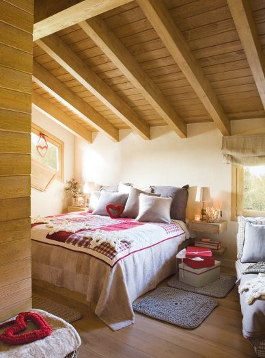 dormitorio_de_matrimonio_con_techo_abuhardillado_y_motivos_navidenos_952x1280