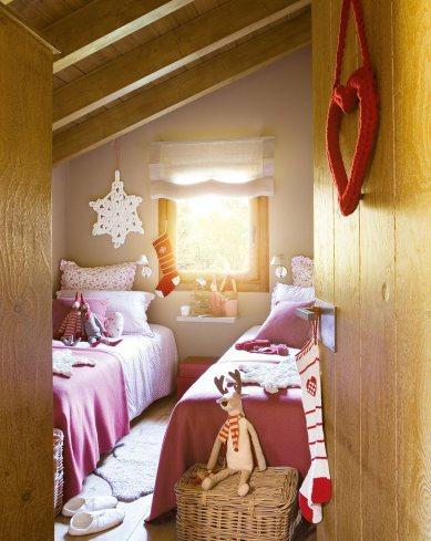 dormitorio_infantil_con_dos_camas_decorado_con_motivos_navidenos_1017x1280