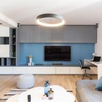 Apartament modern cu volume clare si culori curajoase