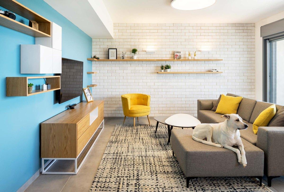 Apartament modern cu accente de albastru si caramida alba