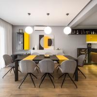 Amenajare casa in nuante de gri si accente de galben
